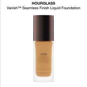 Hourglass Vanish Foundation: In color Bisque